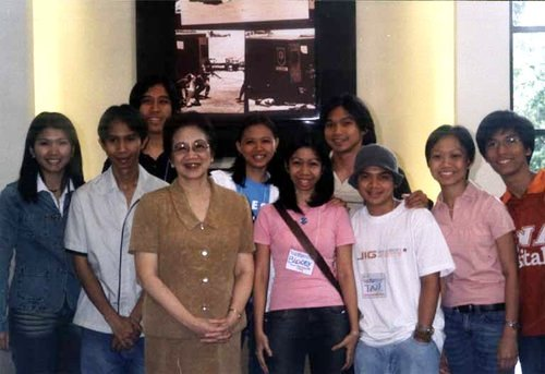 Tita Cory with the UCSC officers (that's me in pink)