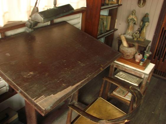botong-desk2